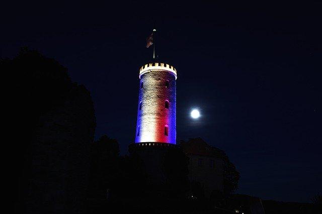 Die Sparrenburg in Bielefeld bei Nacht